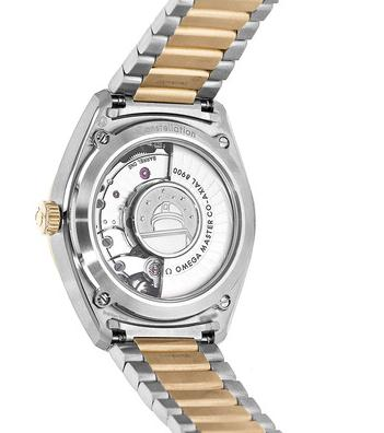 The prominent copy Omega Constellation Globemaster 130.20.39.21.02.001 watches have transparent backs.