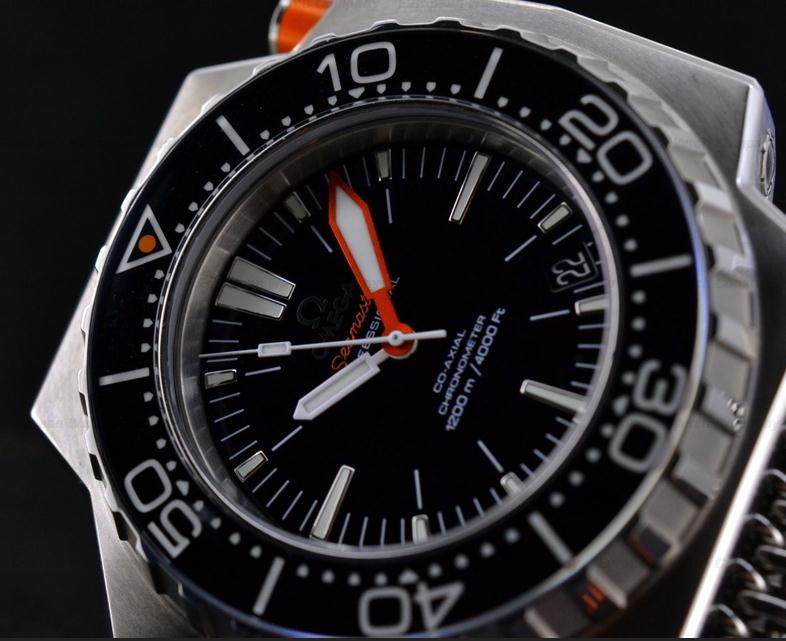 The black dials replica Omega Seamaster Ploprof 1200M 224.32.55.21.01.002 watches have white luminant hour marks, hands and date windows.