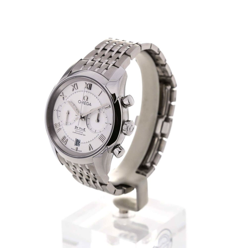 The 42 mm copy Omega De Ville 431.10.42.51.02.001 watches have silvery dials.