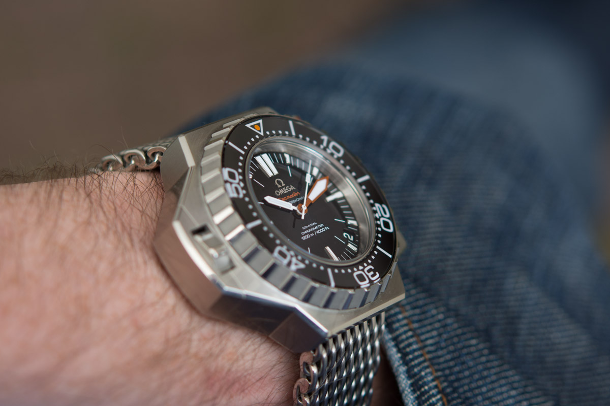 The sturdy fake Omega Seamaster Ploprof 1200M 224.32.55.21.01.002 watches are made from stainless steel.