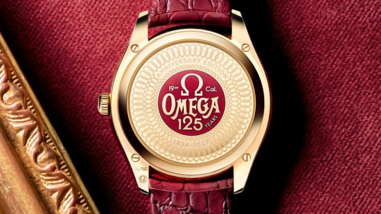 The 18k gold fake watches have red leather straps.