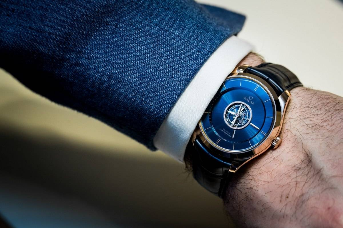 The blue dials replica watches have tourbillons.